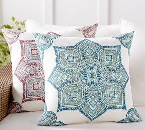 Outdoor Wilder Medallion Pillow