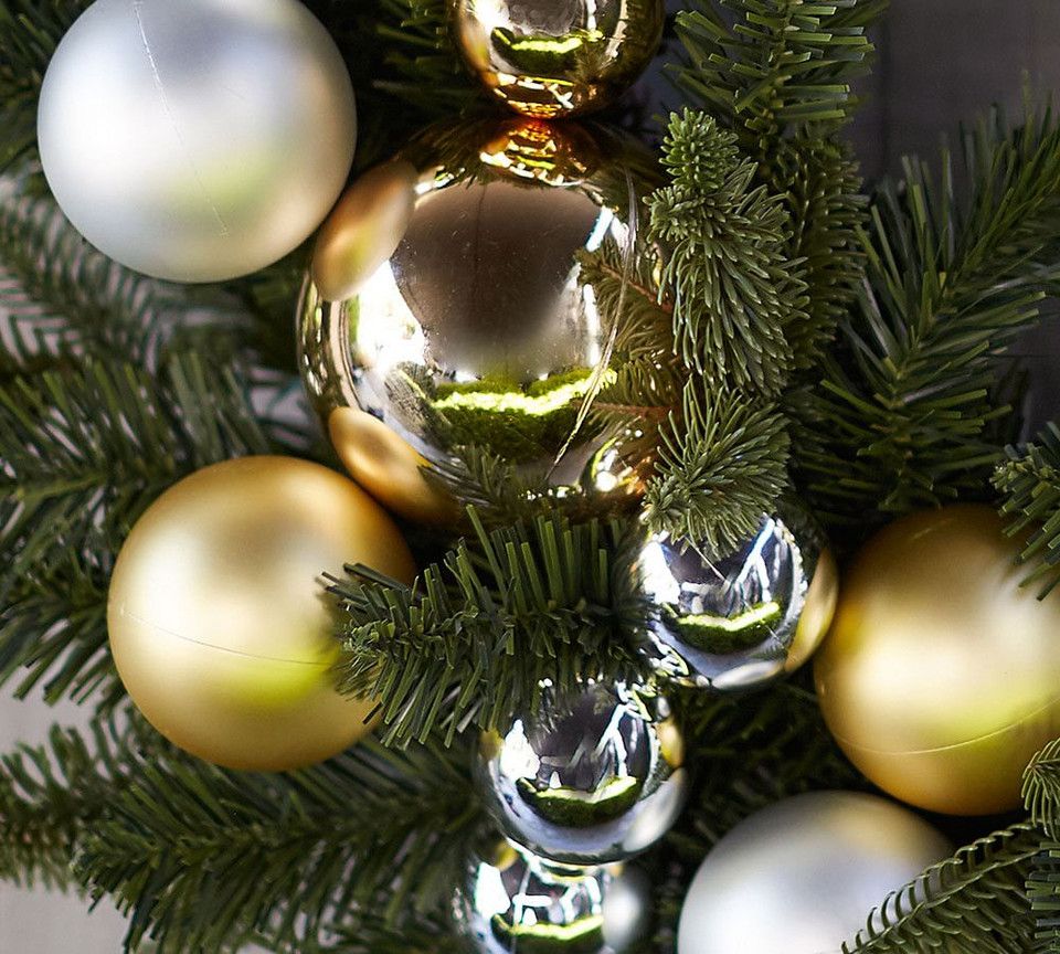 Ornament & Pine Wreath & Garland - Gold & Silver